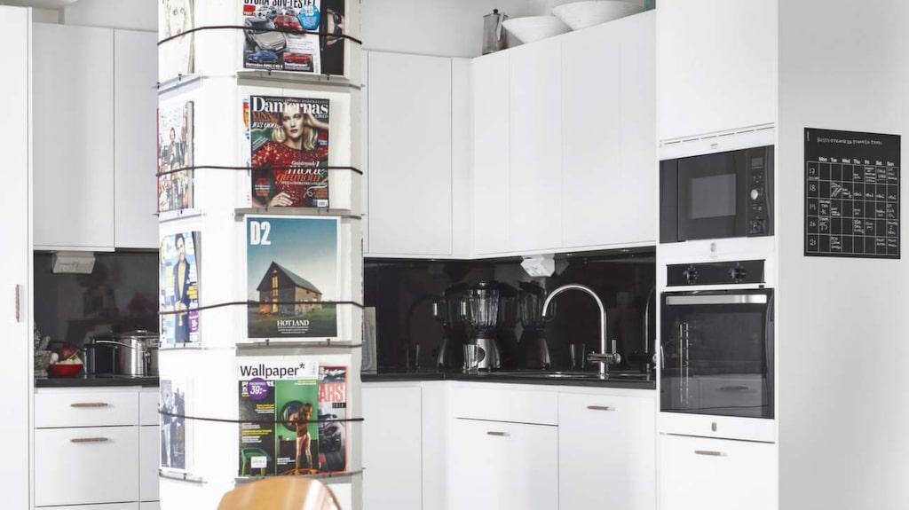 En bärande pelare finns kvar sedan magasinstiden – i dag fungerar den som tidningsställ.