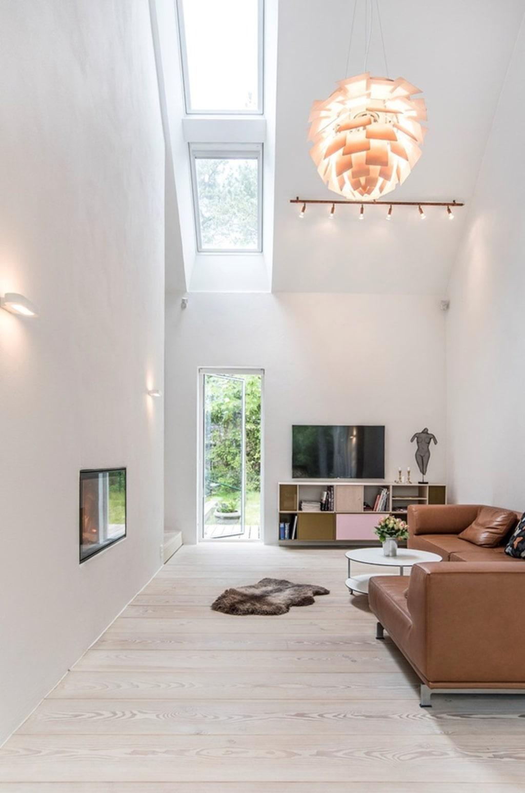 Högt i tak, stora fönster som ger ett fantastiskt ljusinflöde.