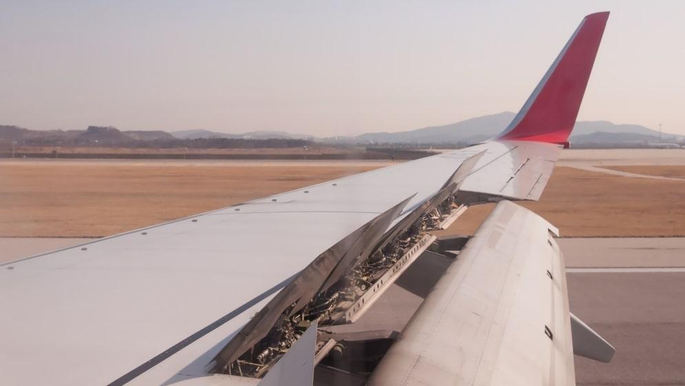 De nya felen gäller den tveksamma hållbarheten på spåren vingklaffarna löper i.
