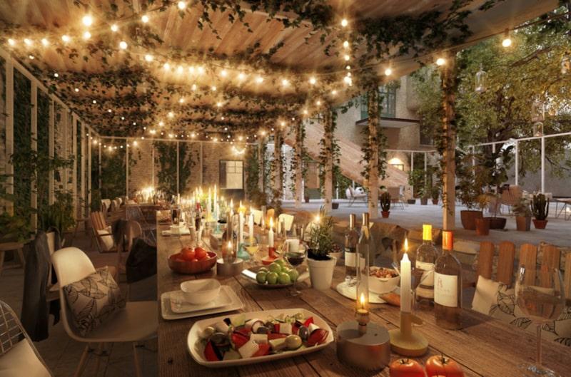 Här finns grill och utekök, lounge med öppen spis som kan användas året om.