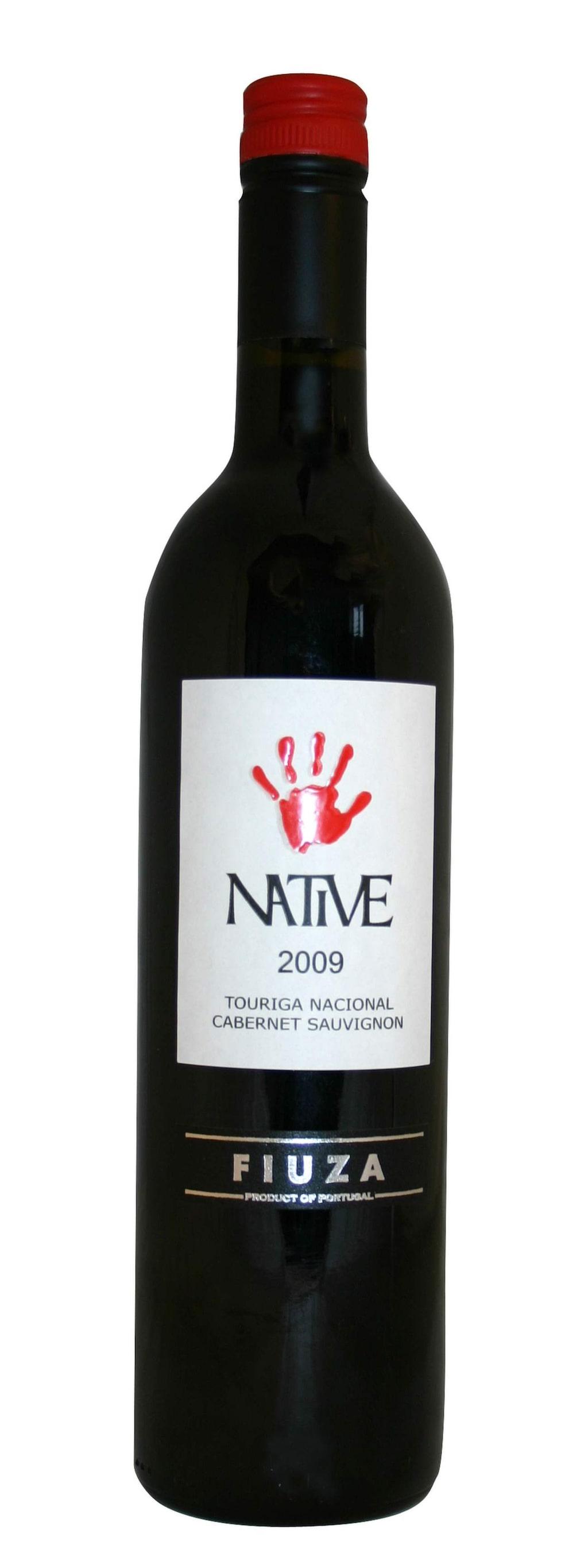 """<strong>Native Touriga Nacional Cabernet Sauvignon 2013</strong><br>(2568) Portugal, 59 kronor<br>Rund, ganska mjuk smak med toner av svarta vinbär och lakrits. Gott till fläskrulader i gräddig sås.<br><exp:icon type=""""wasp""""></exp:icon><exp:icon type=""""wasp""""></exp:icon><exp:icon type=""""wasp""""></exp:icon><exp:icon type=""""wasp""""></exp:icon>"""