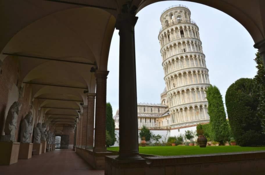 Kändisen, det lutande tornet i Pisa, är nära 56 meter högt och har nyligen förstärkts för att inte ramla omkull.
