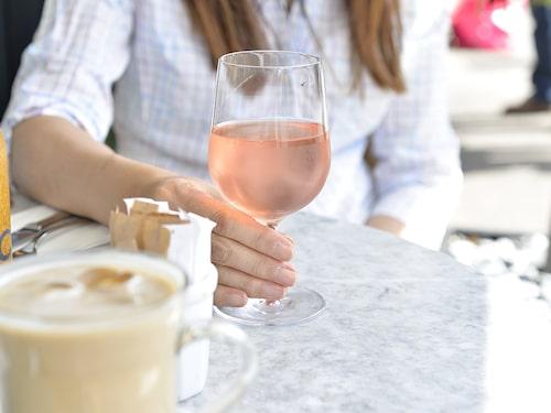 Blekrosa roséviner ökar i popularitet över hela världen och Sverige är inget undantag.