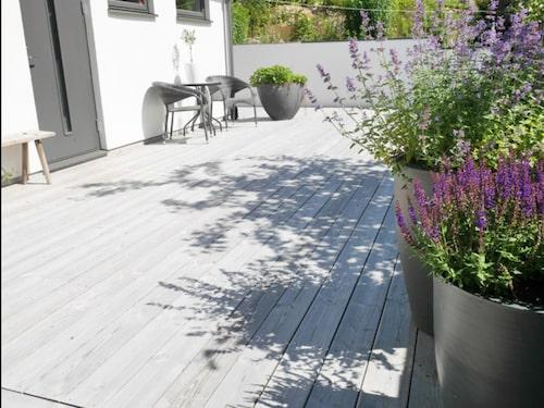 När Bygglovs-Matte trädäck runt villan i Sollentuna valde han ett ekologiskt virke, Organowood.