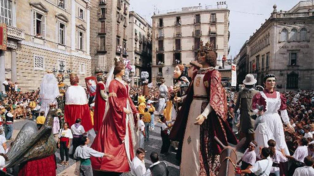 """I festparaderna syns ofta jättar av papier-maché, """"gegants""""."""