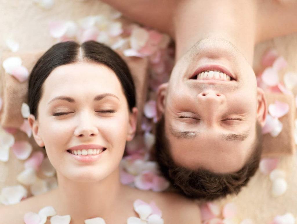 """<strong>14. Sexcoach</strong><br>I Sverige finns en erotikutbildning som är inspirerad av tantrisk och taoistisk sexualitet. Du kan sen arbeta som sexsibility-coach, coach inom andlig sexualitet, sexcoach, sexrådgivare, sexterapeut med mera.<br><a href=""""http://www.starspray.com""""><strong>www.starspray.com</strong></a> eller <a href=""""http://www.afroditesapotek.se""""><strong>www.afroditesapotek.se</strong></a>"""