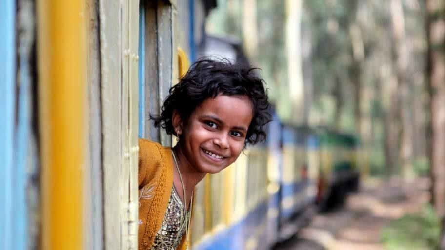 Tågresan går genom bergen i Kerala.