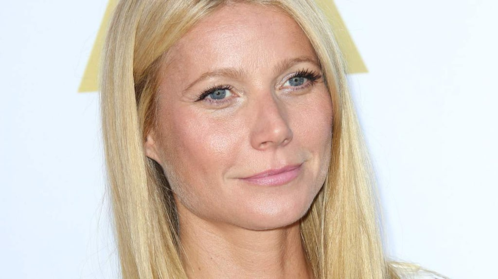 """<strong>Gwyneth Paltrow:</strong><br>– Jag använder koksolja mycket - i mitt ansikte, på min hud och när jag lagar mat. Och jag började nyss med """"oil pulling"""", det är när man gurglar kokosolja i tjugo minuter, det ska vara bra för munhälsan och göra tänderna vita. Det ska rengöra huden också, säger hon till E! Online."""