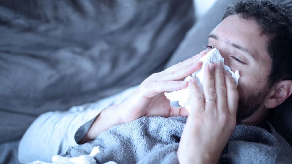 Det finns inget botemedel mot influensa. Däremot finns det saker du kan göra för att mildra sjukdomsförloppet.