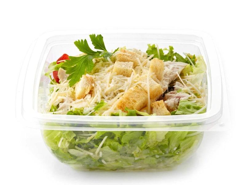 En anledning till att sluta köpa färdiga luncher: för samma pris som du köper en färdig sallad kan du få sallad i en vecka om du köper den i grönsaksdisken i mataffären i stället.