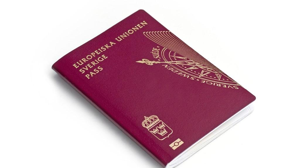 Det kanske låter som en självklarhet för många, men kan inte nog betonas inför resan: kolla så ditt pass är giltigt – och ta med det.