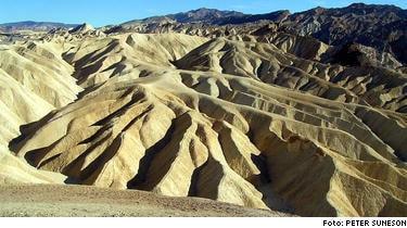 Death Valley, med Zabriskie Point, kräver dödsoffer i 45-gradig hetta.