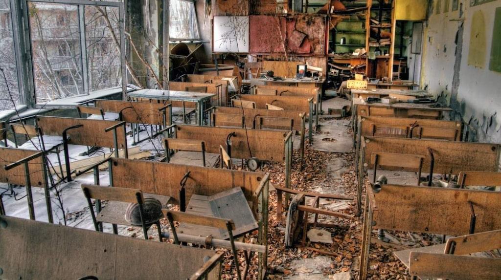<p>Pripyat. Böcker ligger kvar på skolbänkarna.</p>