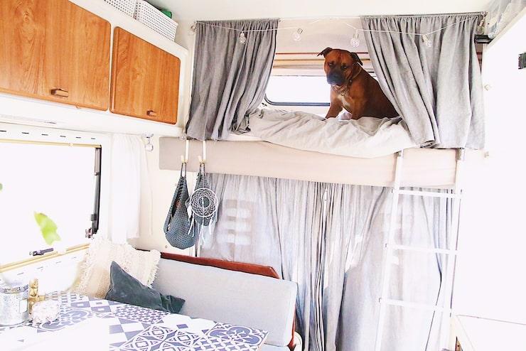 Här uppe sover Julia och Marcus. Hunden Buddha får dock, till sitt stora förtret, sova där nere nattetid.