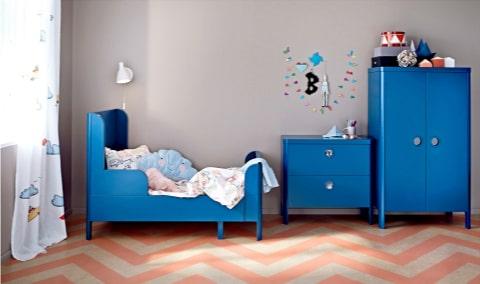 Busunge säng, byrå och garderob