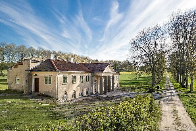 Huset byggdes 1916 till slottets trädgårdsmästare.