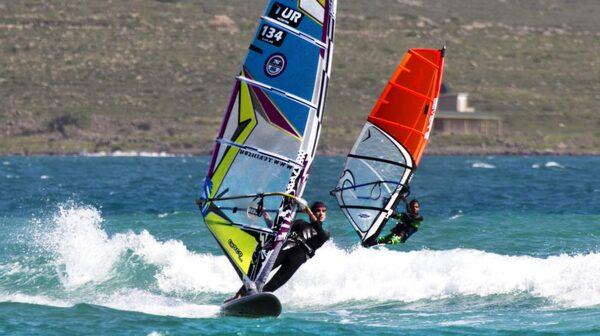 Till Çesme reser den som vill uppleva turkiskt vardagsliv samt surfare.