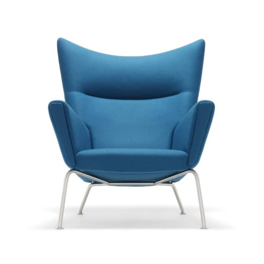Nästan alla designsamlingar i världen har en stol som designats av Hans J  Wegner. Hans fåtölj Wing chair ritades 1960. 2006 började den att  produceras igen. Carl Hansen & son tillverkar Wing chair, som  kostar från 30 974 kronor.