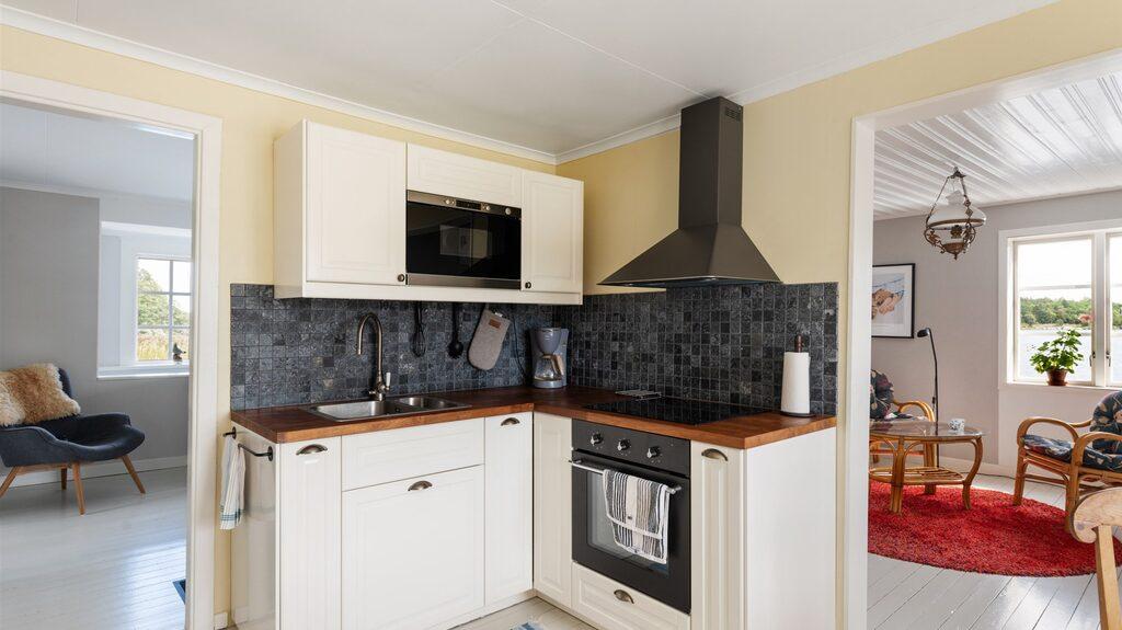 Köket ligger på övre plan, tillsammans med vardagsrum, tre sovrum och ett badrum