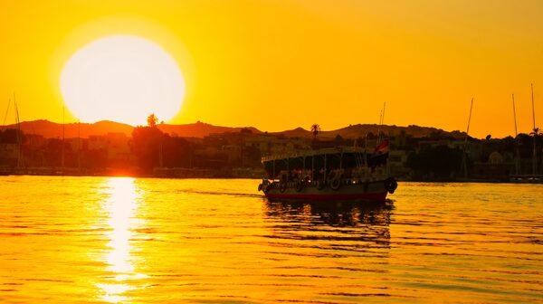 En kryssning på Nilen är ett sätt att upptäcka forntida kulturskatter och se en del av vardagslivet i Egypten från däck.