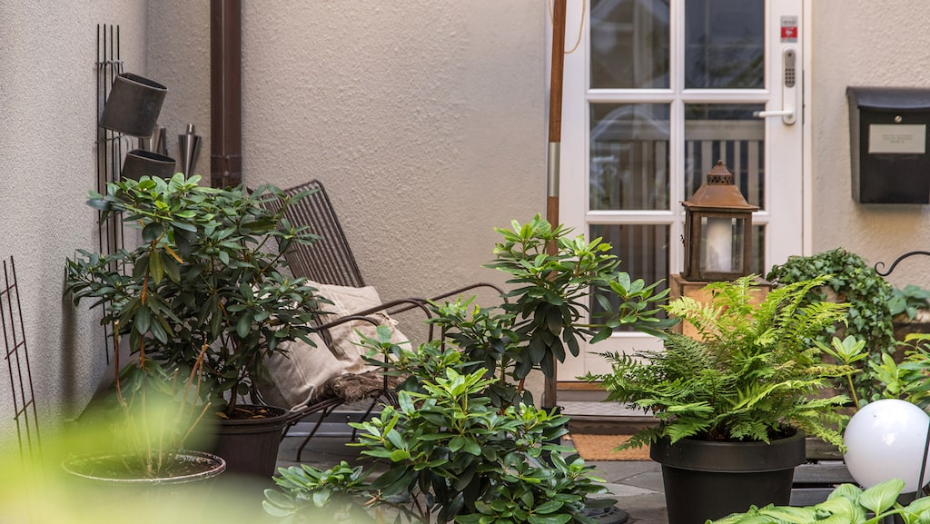 Till huset hör en terrass på 12 kvadratmeter.