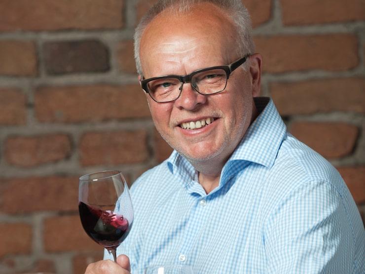 Vinexpert Håkan Larsson lär dig förstå varför just de här två röda och två vita vinerna smakar som de gör.