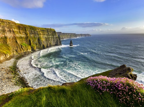 Irlands dramatiska klippstup.