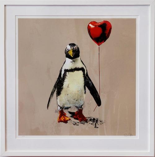 """""""Love is in the air"""" är en av Robert Hilmerssons många målningar med pingviner."""