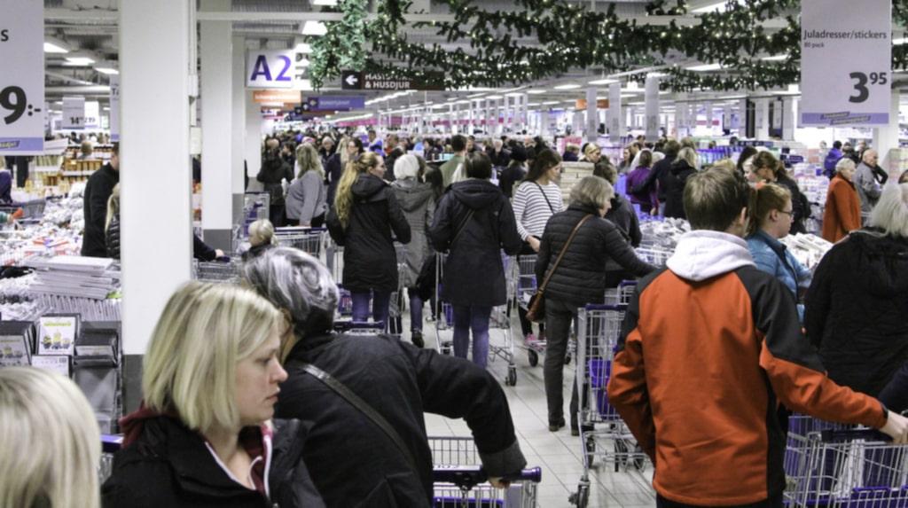 """""""Julen är här!"""" skriver Gekås Ullared i ett blogginlägg där de visar upp ett urval av årets pynt som redan tagit plats i butikshyllorna. Inom en månad räknar varuhuset med att ha fullsortering av julpynt """"av alla de slag""""."""