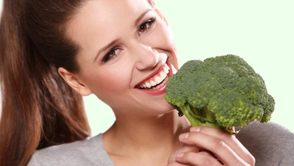 <p>Broccoli har en överlägsen C-vitaminhalt och är även en viktig kalciumkälla, speciellt för veganer.</p>