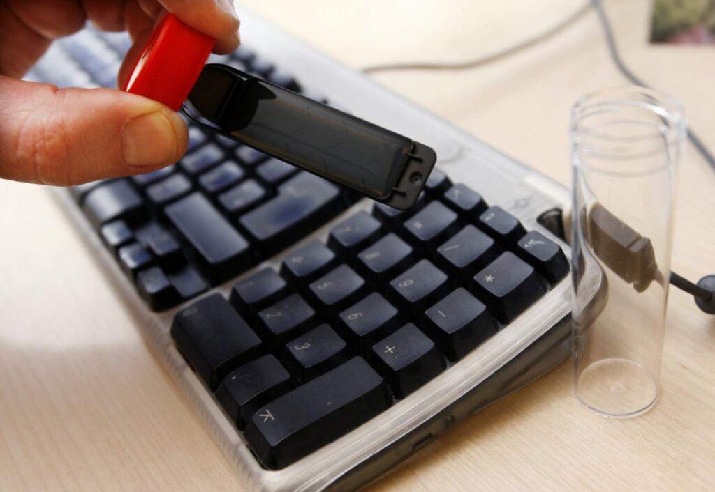 Tangentbord kan i bland vara upp till 200 gånger smutsigare än din toalettsits. Här kryllar det av bakterier.