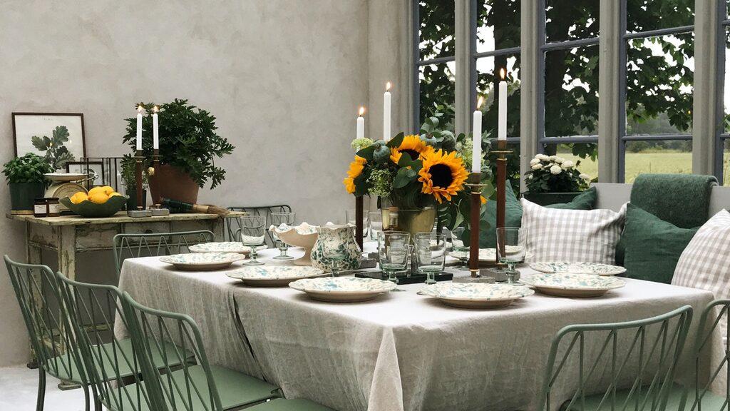 Till huset har även ett orangeri där man kan ha härliga luncher och middagar, eller varför inte bara sitta och filosofera och titta på den fina omgivningen?!