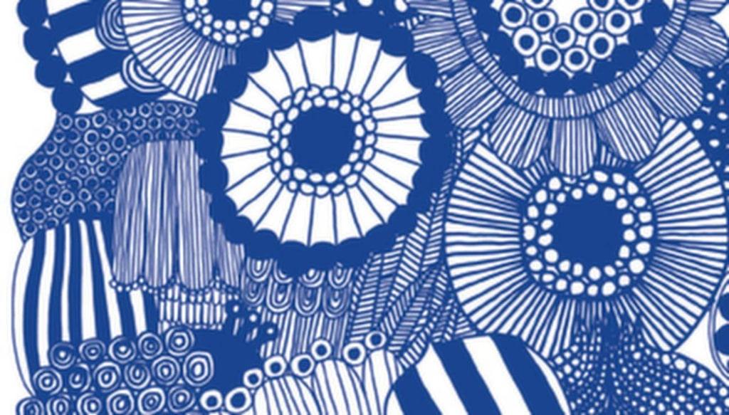 Marimekkos blåa blommönster blir nästan som en tavla. En lista på återförsäljare finns på midbec.se, tapeten heter Marimekko 3 och har nummer 15405. Längd 3 meter, bredd 1,40 meter, 2 295 kronor per rulle.