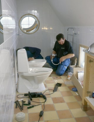 koppla avlopp badrum handfat