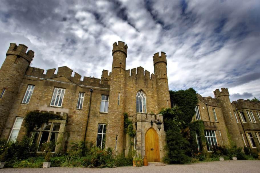 AUGILL CASTLE. Slottet är ett bed & breakfast.
