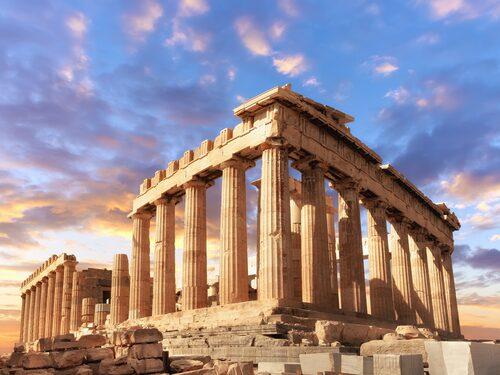 Parthenon på Akropolis gör sig bäst utan folksamlingar.