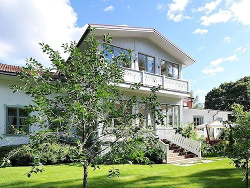 Den här herrgården i Ludvika har varit besökt av både kungar och stadsmän.