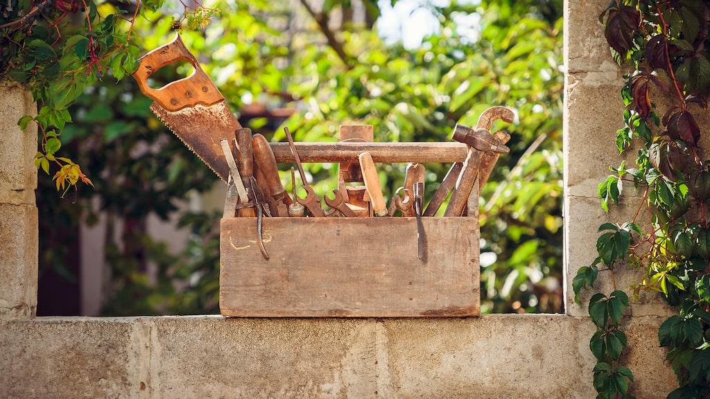Har du gamla verktyg med rostiga fläckar? Ingen fara! De går ofta att få bort och det tar bara några minuter.