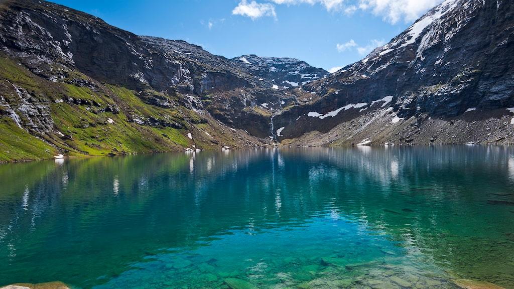 """Samerna kallar sjön för Rissájávri vilket betyder """"sjön som glimmar av eld""""."""