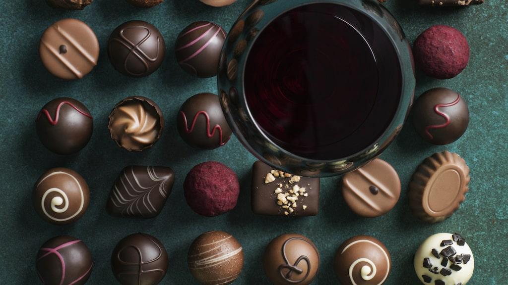 Njut av vin och choklad - vår guide hjälper dig att kombinera rätt