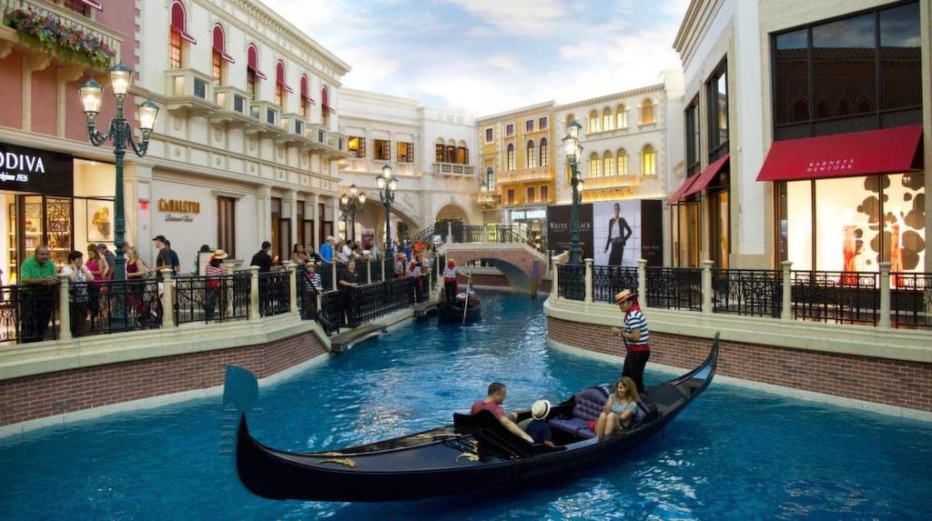 I ett köpcentrum i Las Vegas kan man åka gondol.