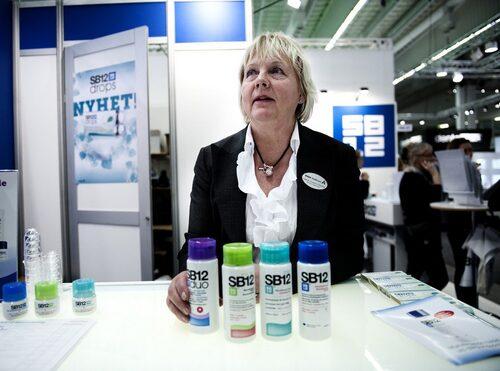"""SB12 motverkar dålig andedräkt. """"Till skillnad från andra produkter så har vetenskapen bevisat att det fungerar"""", säger tandhygienisten Lisbeth Forssten-Östlund."""