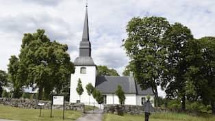 En knivhuggen utanfor kyrka