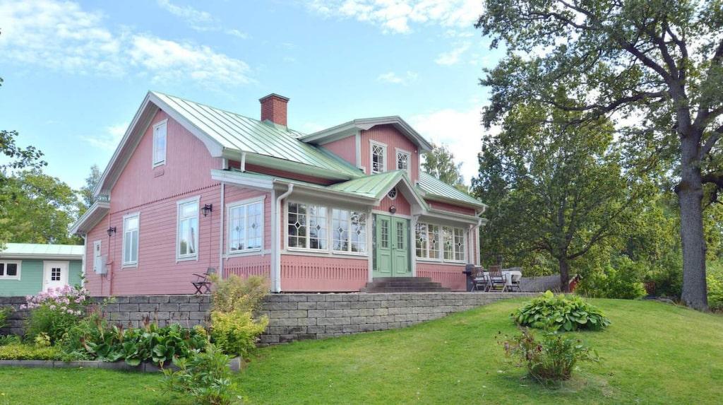 Det här huset i Snopptorp i Eskilstuna är till salu för 6,2 miljoner kronor.