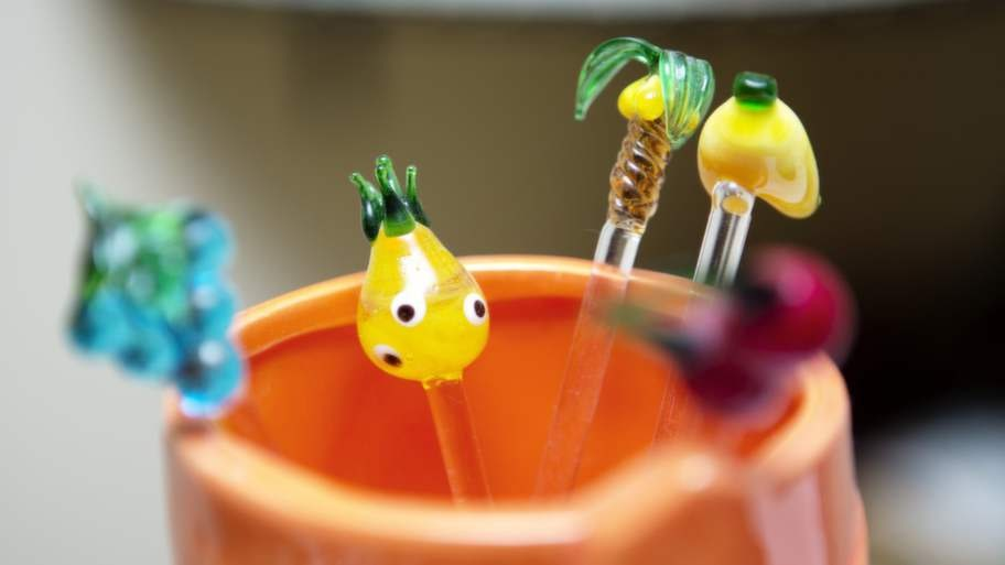 Cocktail. Färgglada drinkpinnar med fruktmotiv.
