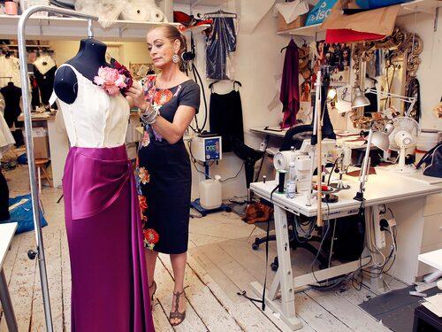 Designern Camilla Thulin tycker att en steamer är guld värd om man har en dressad garderob.