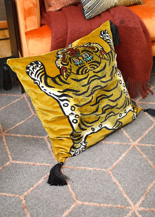 Sammetskudde med tiger, 2 390 kr, House of Hackney.