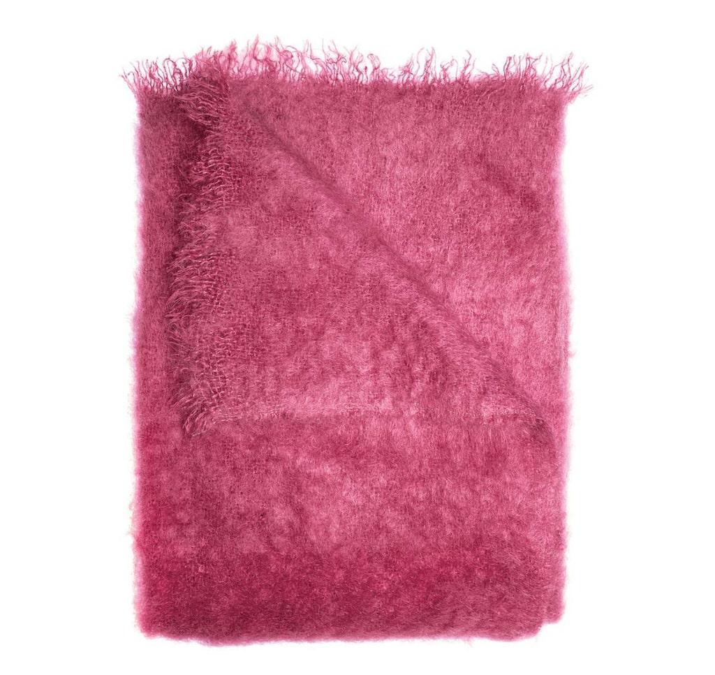 Fluffigt i rosa. Rosa pläd, Lawrence, i färgen hibiskus, 1 990 kronor, Himla.
