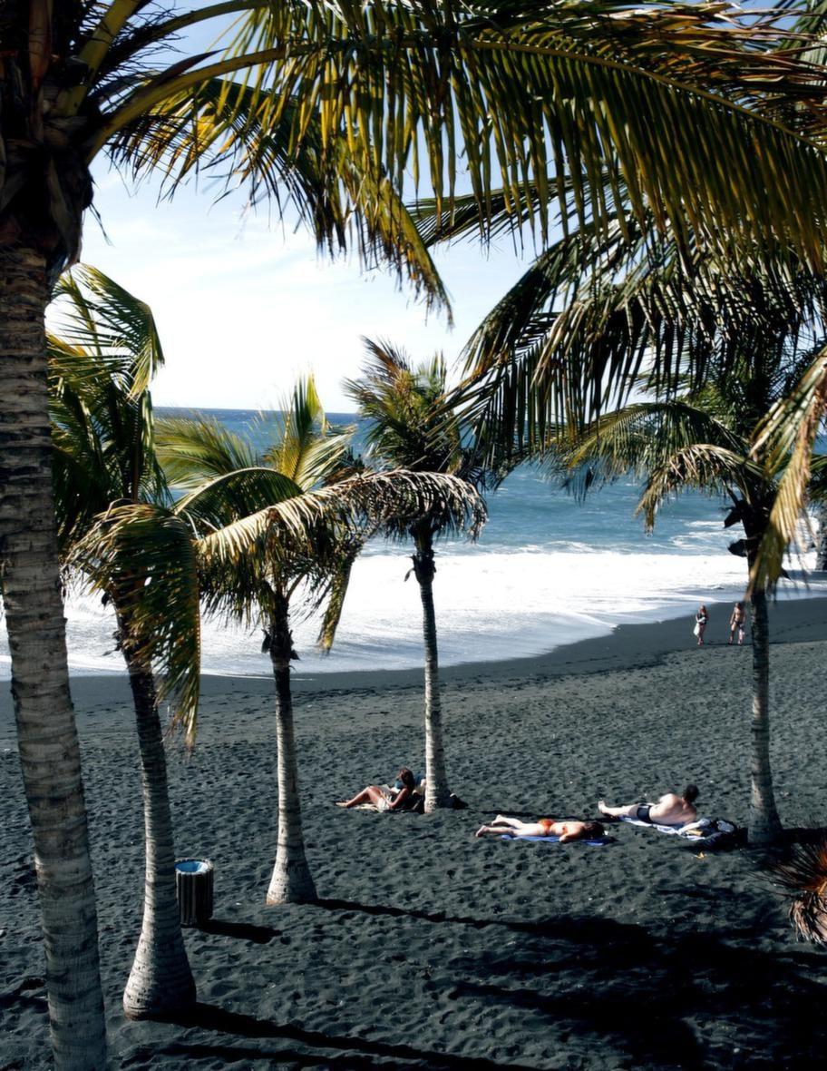 Den längsta stranden är Puerto Naos på öns västra sida.