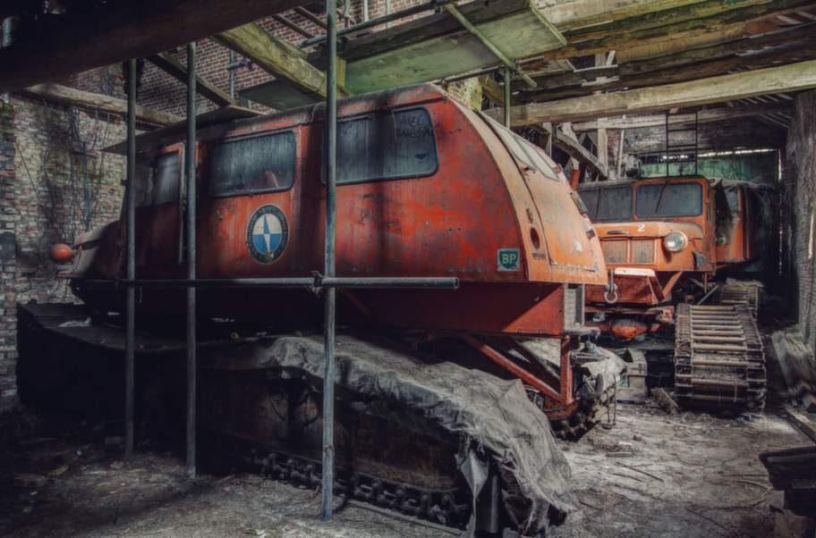 Övergivna bandvagnar från den belgiska antarktisexpeditionen.